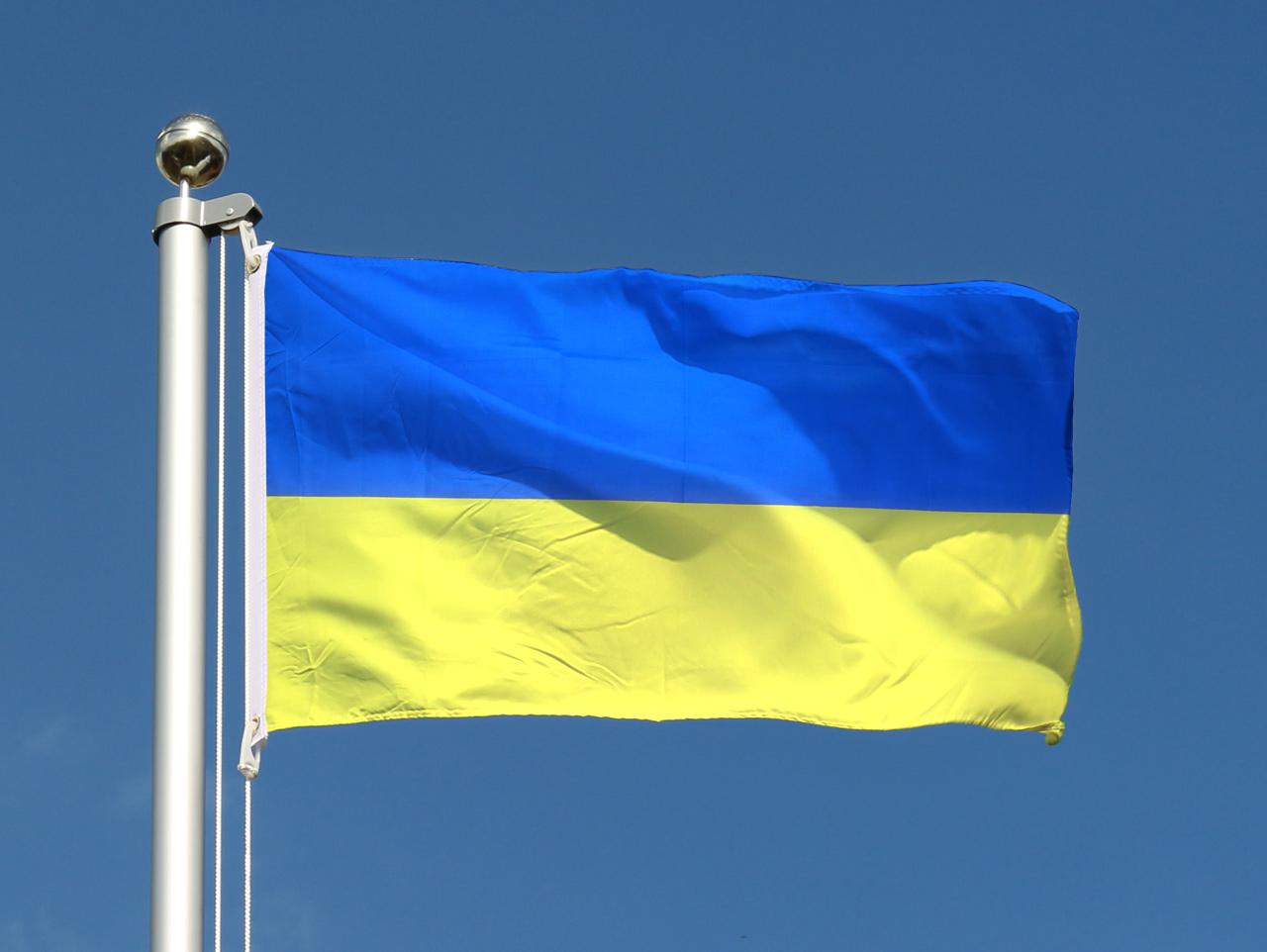 Drapeau pas cher ukraine 60 x 90 cm monsieur des drapeaux for Drapeau publicitaire exterieur pas cher