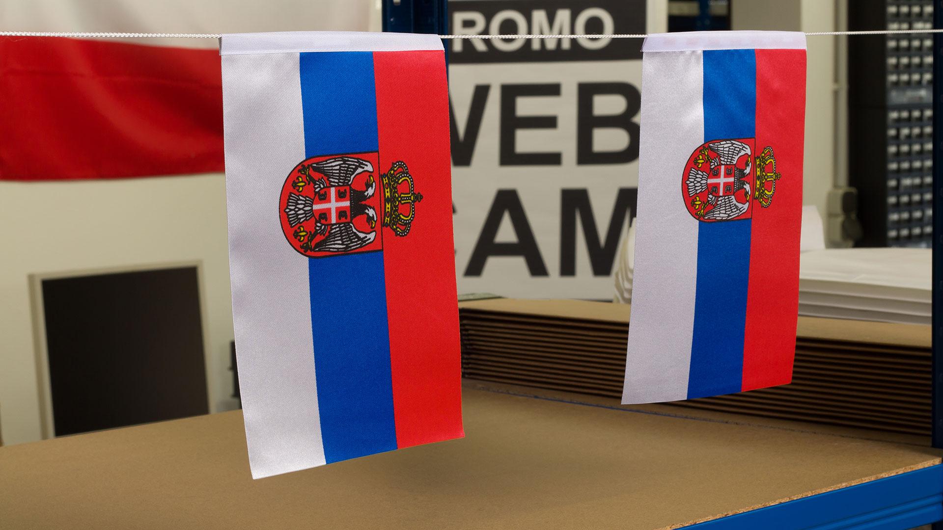 Serbien mit Wappen - Satin Flagge 15 x 22 cm
