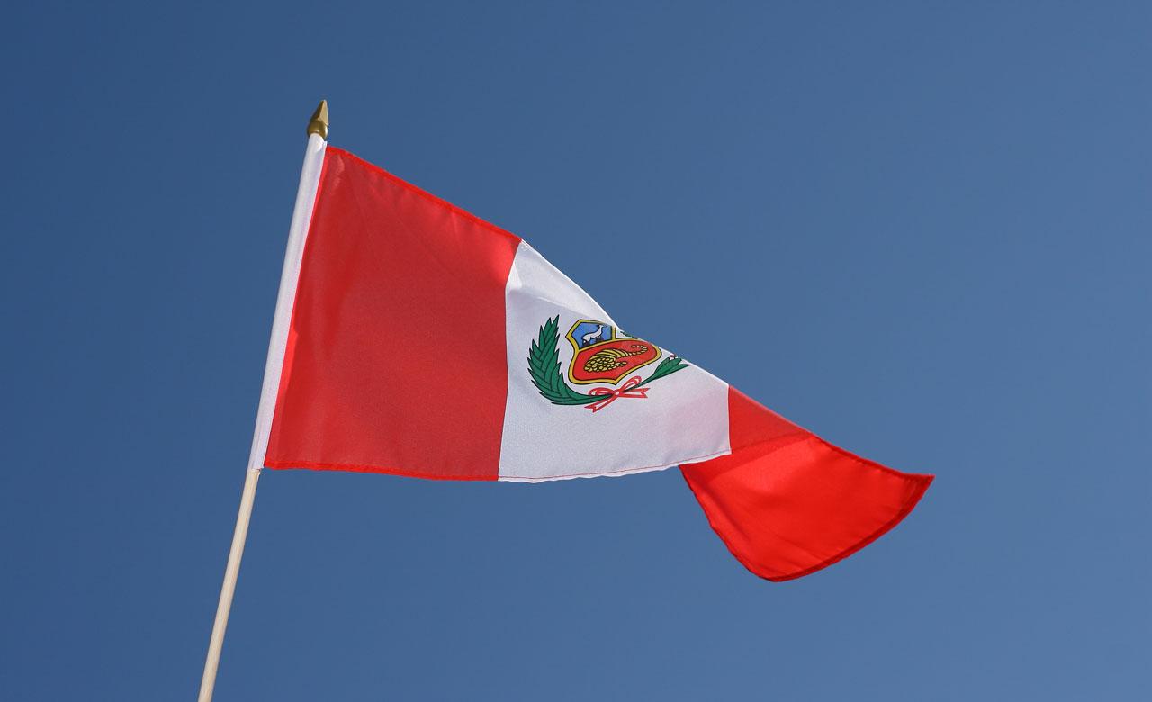 hand waving flag peru 12x18 royal flags