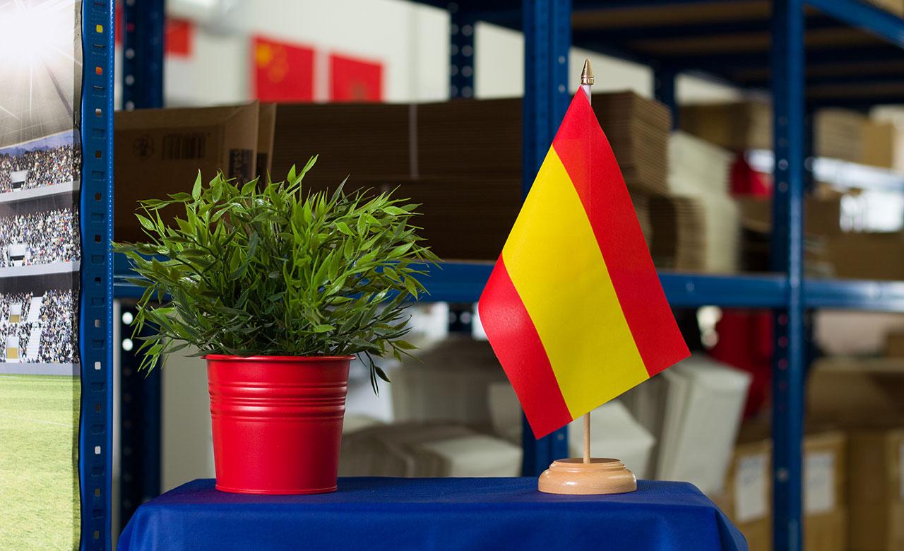 Spanien ohne wappen holz tischflagge 15 x 22 cm for Dekoration spanien