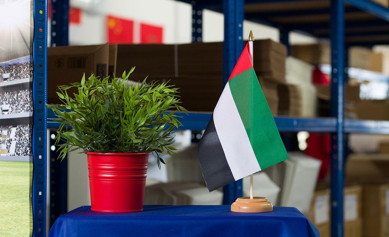 Vereinigte Arabische Emirate Holz Tischflagge 15 X 22 Cm